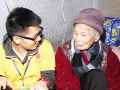 济南政府购买家政服务 社工陪92岁老人聊天