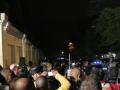 曼德拉逝世令南非民众震惊 自发前往其住所哀悼