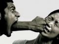 大力发展社工队伍反对家庭暴力 提供法律援助