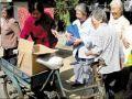 杭州社区工作者代购代买服务:给空巢老人送菜