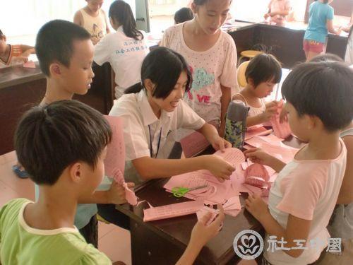 幼儿园手工折纸民族服装步骤