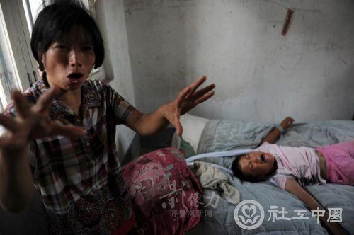 12岁女孩被绳子捆绑的童年