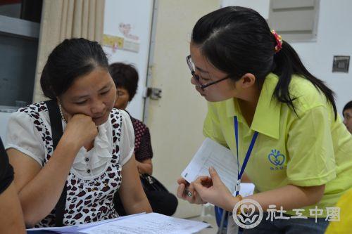 图一:社工指导妇女领袖撰写方案