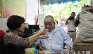 重庆江津阳光社工中心与社区高龄失能老人过节
