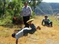 协会服务队运用园艺治疗方法为灾民进行心理治疗