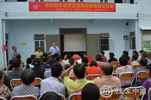 湛江市尚义社会工作服务中心理事长袁铎发表讲话