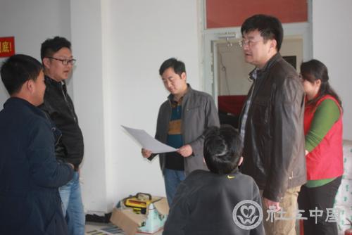 新疆民政厅社工处处长刘智勇在喀什残友调研