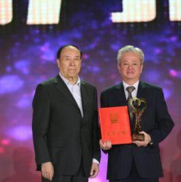 公益中华 完美公司古润金荣获2016中国慈善榜大奖