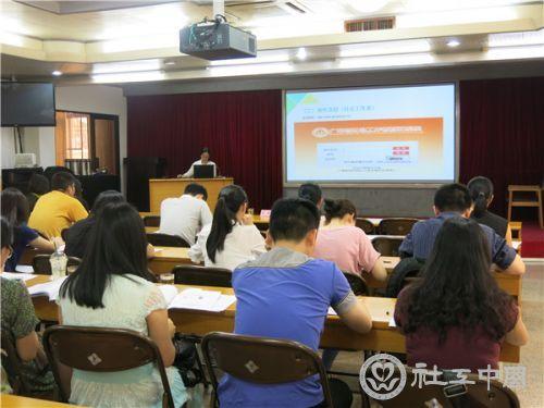 郑清清做登记系统使用培训2.JPG