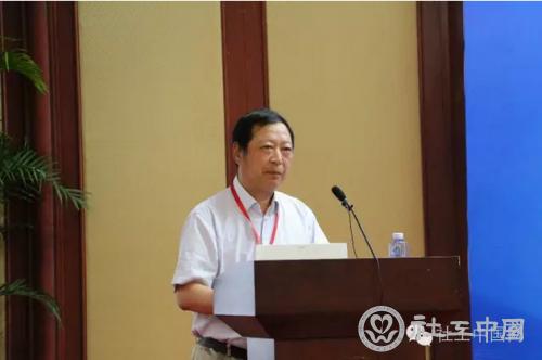 刘京副会长与参会人员做深入探讨