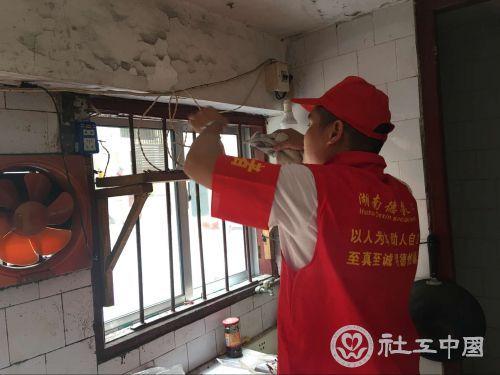芙蓉区社区服刑人员开展公益服务暖人心