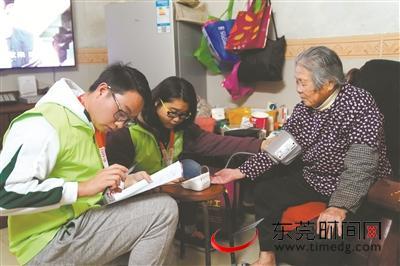 东莞:从一线社工到团队管理者暖心服务赢得居民认同