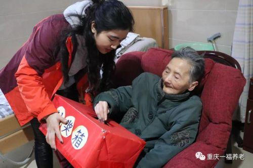 重庆:关爱丨过年的热闹,沸腾在床前椅边