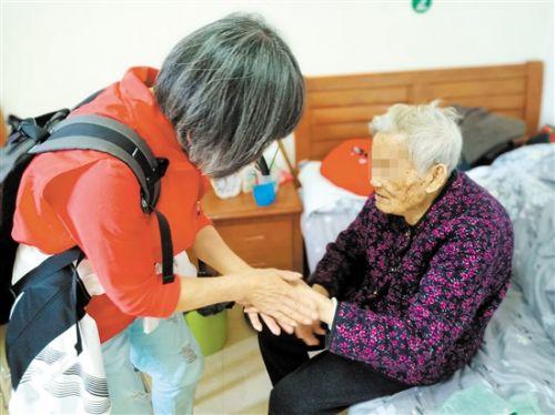 江门:社工携手义工让孤寡老人不再孤单