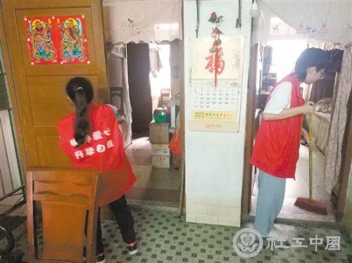 """江门:社工走进长者ζ家中提供""""订制""""服务"""