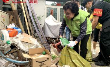 """北京东城周末大扫除""""再升级"""" 领导和社工齐上阵"""