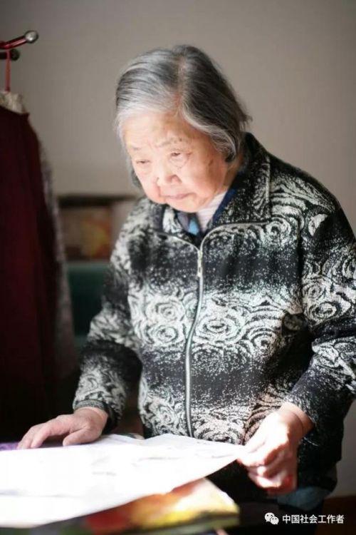 """新中国第一代""""社工"""":一辈子专做一件事是什么感受?"""