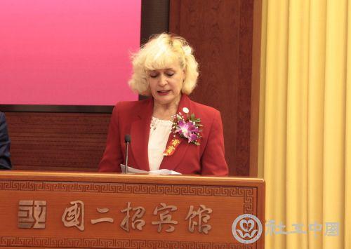 拉脱维亚共和国科技教育部政策协调司前司长黛丝女士致辞