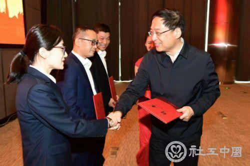 """26名""""钢铁侠""""受聘担任上海工会社工 到2022年拟增至150名"""