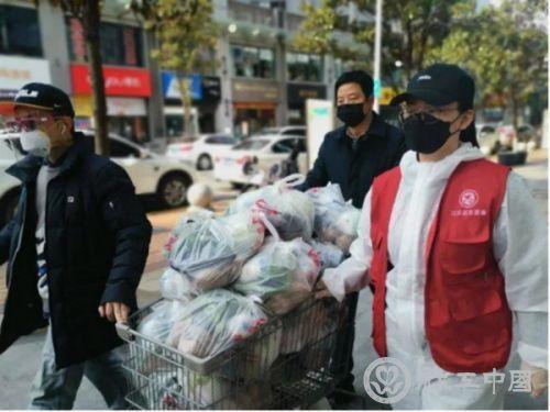 武汉社区工作者和志愿者守护