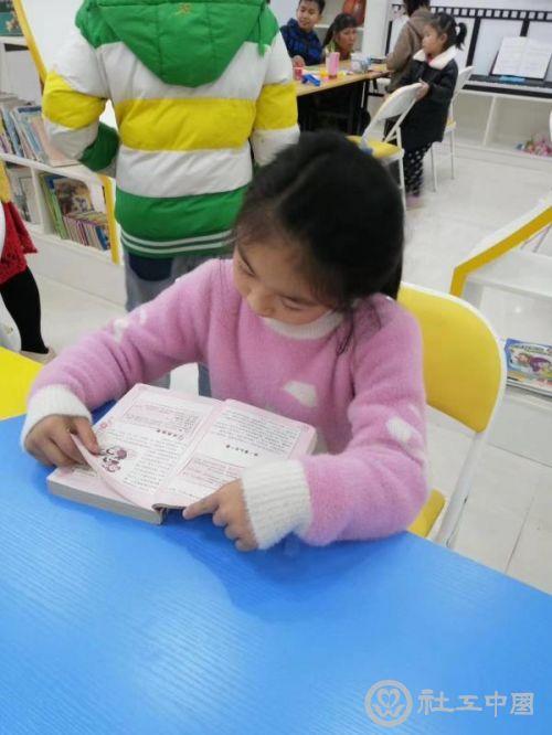 为留守儿童阳光家园筹集图书