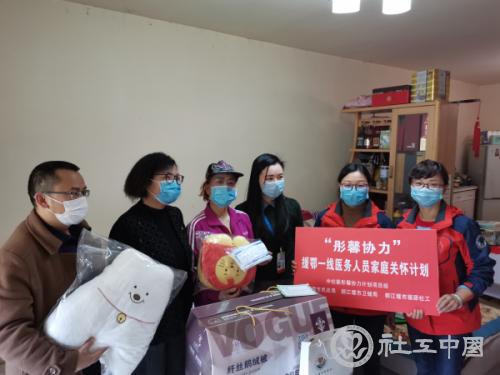 """""""彤馨协力"""" 都江堰民政局关爱援鄂医护家庭"""